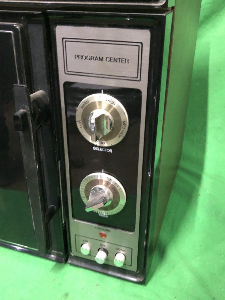 THBAMWT04 Tappan American microwave oven • Trevor Howsam
